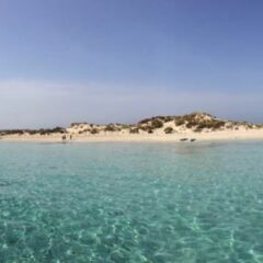 Alquilar un barco en Ibiza y disfrutar del agua cristalina