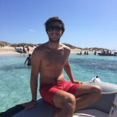 Alquilar un barco en Ibiza y pasarlo bien con la familia en zodiac